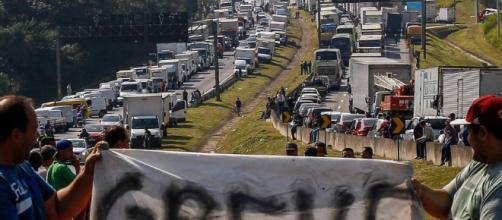 Caminhoneiros seguem bloqueando estradas pelo 6° dia consecutivo de greve