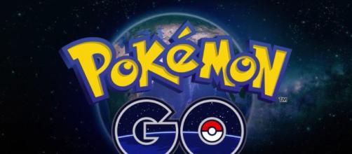 ¿Cuáles son los máximo el espacio bolsa y Pokemon de almacenamiento?