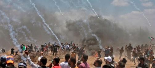 """Gerusalemme, apre l'ambasciata Usa. Scontri a Gaza: """"59 morti e ... - ilfattoquotidiano.it"""