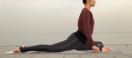 Las mejores posturas de yoga para flexibilizar caderas | Sportlife - sportlife.es