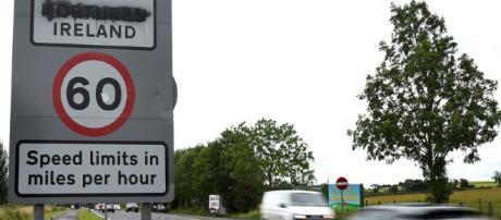 La frontera invisible entre las dos Irlandas pone en aprietos a May - elespanol.com