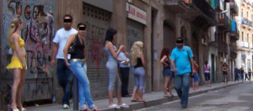 A Grenoble; plus de 2000 prostituées, encadrées par des macs, exerceraient le plus vieux métier du monde