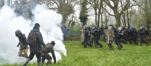 Des affrontements à Notre-Dame-des-Landes en pleine évacuation ... - liberation.fr