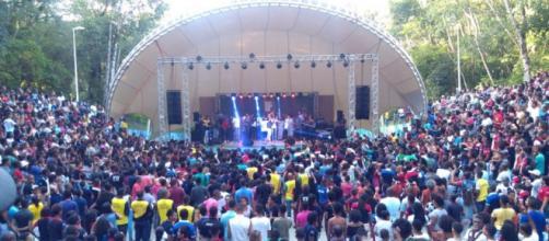 Evento atrai jovens em Salvador (BA)