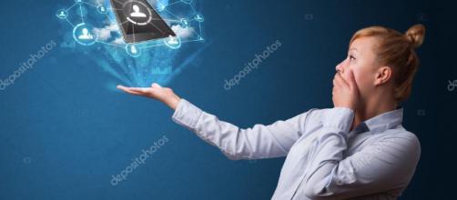 tecnología de nube en la mano de una mujer de negocios — Fotos de ... - depositphotos.com