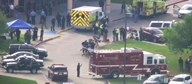 Einsatzkräfte am Tatort Houston Texas Quelle: DPA