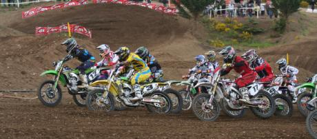 Throttles are wide open in the chase for the outdoor MX championship in 2018. [image source: Moosealope - Flickr]