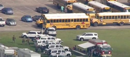 Al menos 10 muertos en un tiroteo en una escuela en Texas