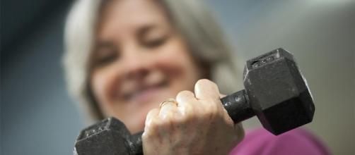 Cómo fortalecer tus huesos a cualquier edad - aarp.org