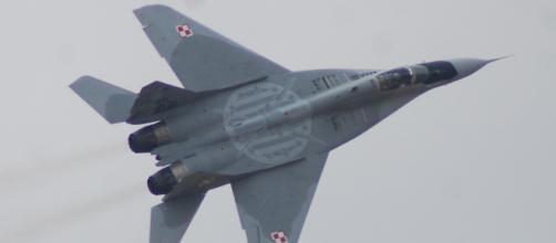 """El Mig-29 """"Fulcrum"""" de Polonia evoluciona en la conmeración del 40º años del TLP"""