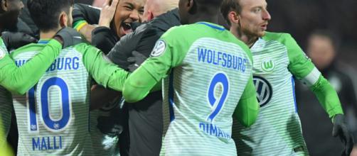 EL Wolfsburgo se adelanta 3-1 y buscará sellar su permanencia en el partido de vuelta