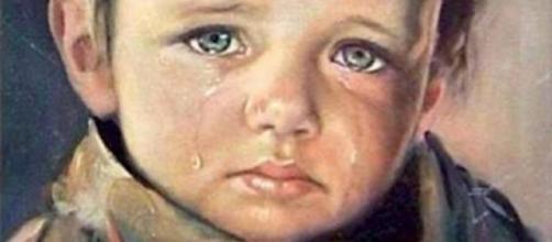 Menino que chora. (Foto/Reprodução via Google).