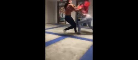 Universitárias brigam na Unijorge. Motivo seria um trabalho de faculdade (Captura de vídeo)