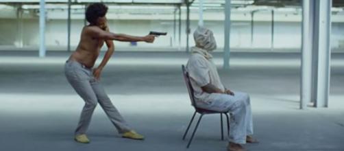 Cena do videoclipe de ''This Is America''. Foto: Reprodução.