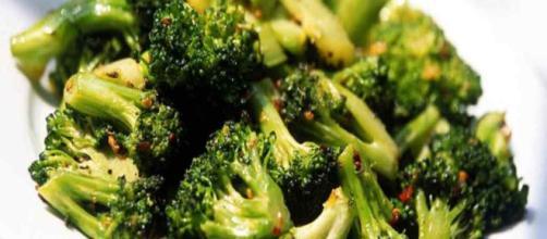 El brocoli y su efecto alcalinizante en nuestro organismo ... - hierbasquecuran.com