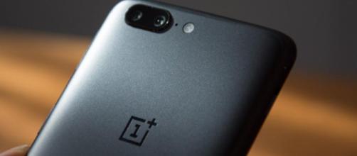 OnePlus 6 hoja Hoja de datos de este teléfono inteligente