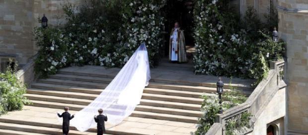 Gran vestido, hermosa novia, bella celebración