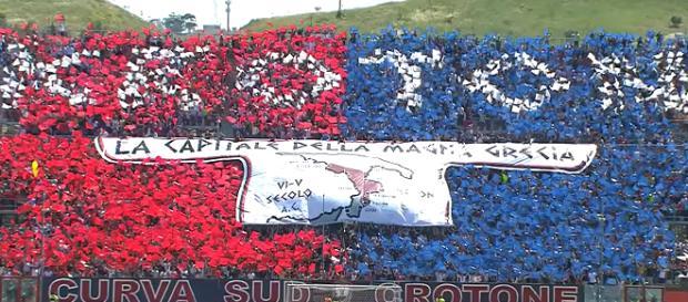 Tifosi del Crotone allo stadio 'Ezio Scida'
