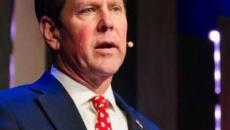 Candidatos a gobernador de Georgia apuntan a adolescente en un nuevo anuncio