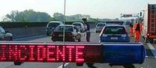 Calabria, incidente stradale all'altezza di Rosarno: 4 ragazzi feriti.