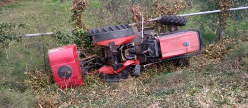 Calabria, trattore si ribalta: ferito 35enne