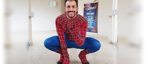 De Homem-Aranha, Kaysar diverte crianças em hospital
