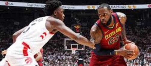 Lebron James en action face aux Raptors