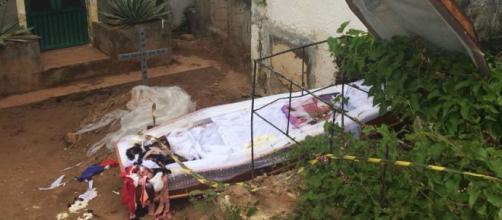 Mulher tem o túmulo violando em cemitério