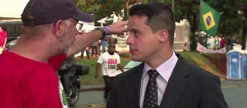 Repórter da Record foi intimidado por líder de sindicato (Foto - Reprodução)