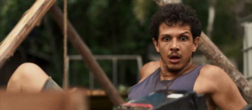 Zé Victor será espancado e atormentado por espíritos de Mercedes em O Outro Lado do Paraíso (Foto: TV Globo)
