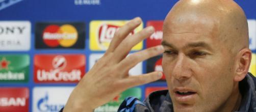 Zidane podría ver a Benzema salir del club merengue