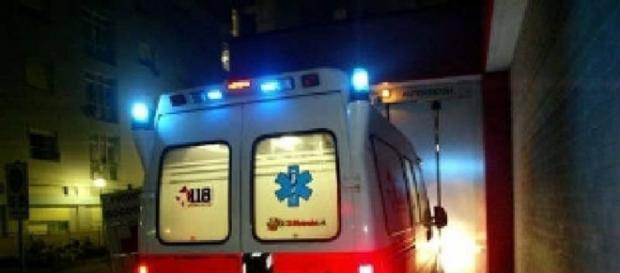 Calabria, ragazza di 12 anni si getta dal balcone e muore