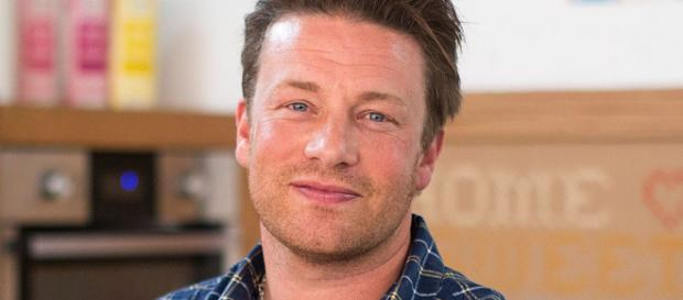 Chef Jamie Oliver blasts Theresa May for 'pushing out' efforts to ... - mirror.co.uk
