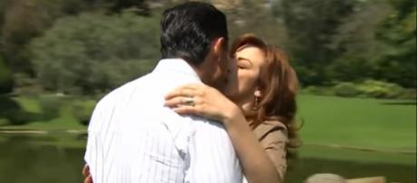 Eduardo beija Fernanda apaixonadamente