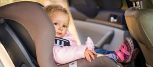 Amnesia dissociativa: lo stress fa dimenticare i bambini in macchina - infoglitz.com