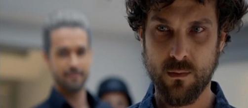 Benjamin foge da Nova Babilônia, mas vira alvo de cilada de Ricardo e Stefano em Apocalipse (Foto: Record TV)