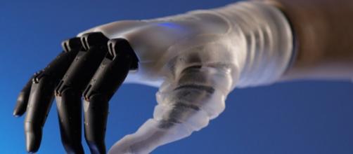 Hannes, la mano robotica capace di muovere le dita in modo naturale