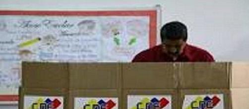Las elecciones presidenciales en Venezuela se llevan a cabo a pesar de las dura críticas internacionales