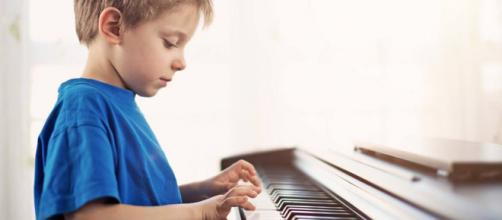 ¿Por qué es bueno que tu hijo aprenda a tocar un instrumento musical?