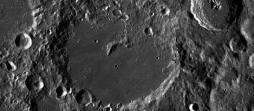 Van Karman Crater (Image via NASA/Wikimedia commons)
