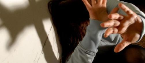 Violenza sessuale in famiglia, la vittima è una 13enne