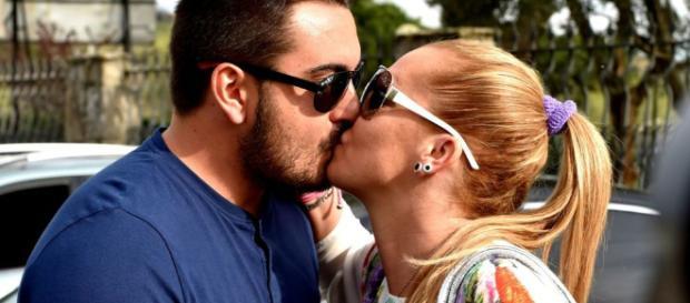 Miguel pide matrimonio a Belén Esteban