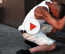 New York: ragazzi vagano per strada come zombie