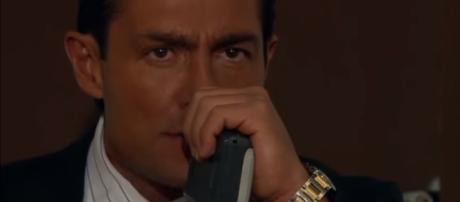 Eduardo fica abalado ao ouvir gravação contra Barbara