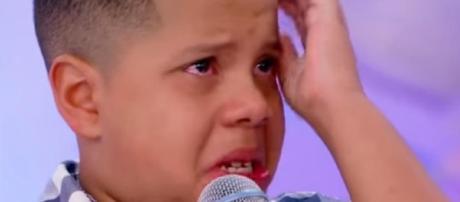 Garoto ao chora ao perder prêmio