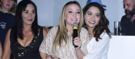 Larissa Manoela e Nara Almeida em evento que reverteu recursos para o tratamento da modelo ( Leo Franco/AgNews)