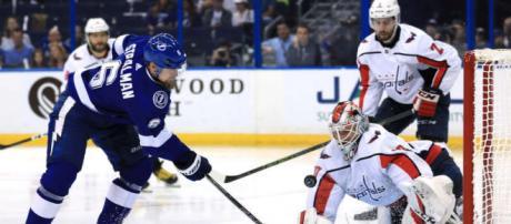 Stralman y su rush temprano en el 2do periodo ayudó al gol de Callahan para cerrar el juego 3-0 en ese momento. NHL.com.