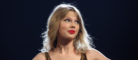 Taylor Swift experiences wardrobe malfunction at BBMAs. [Image Credit: Wikimedia/ Eva Rinaldi]