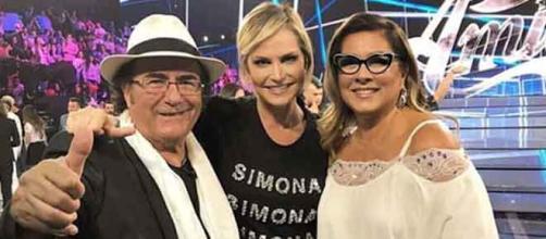 Anche Simona Ventura entusiasta per il riavvicinamento della coppia.