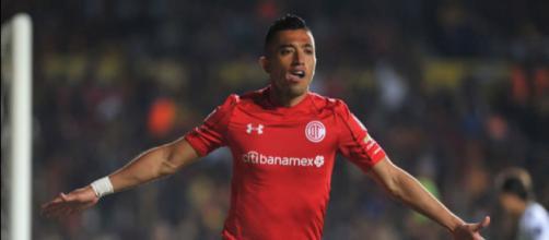 Fernando Uribe es un futbolista colombiano nacido el 1 de enero de 1988 y actualmente pieza clave del Toluca México.
